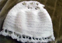 Crochet cap with lace insert. In cotton/silk or acrylic.
